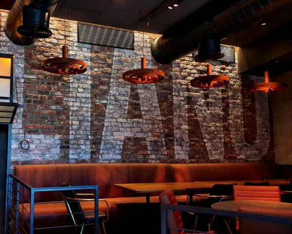 ציור קיר במסעדת בשרים